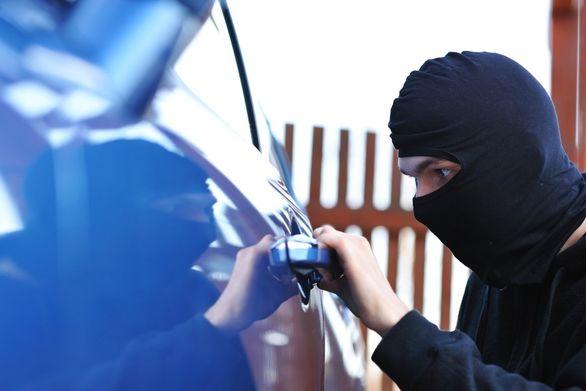 Εξαρθρώθηκε σπείρα διαρρηκτών οχημάτων στην Πάτρα - Εξιχνιάστηκαν 12 περιπτώσεις κλοπών