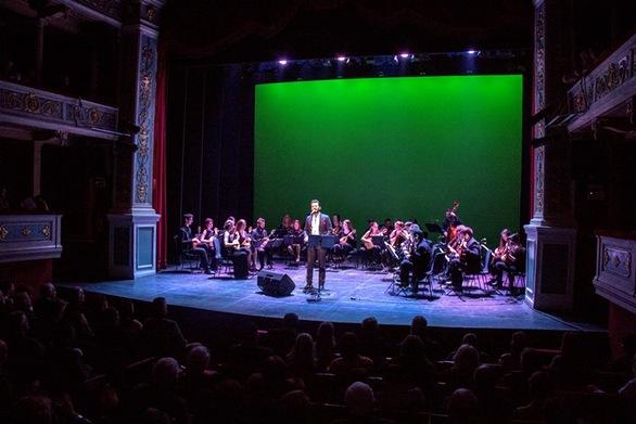 """Πάτρα - Οι θεατές του """"Απόλλων"""" απόλαυσαν μελοποιημένα ποιήματα του Κωστή Παλαμά σε μία μεγαλειώδη συναυλία!"""