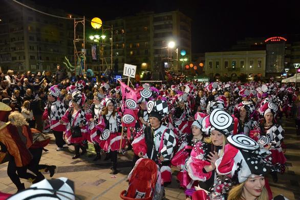 Πάτρα: Όλα έτοιμα για την νυχτερινή ποδαράτη παρέλαση (pics)