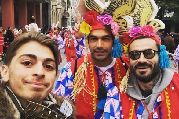 Μαυρίδης & Αναδιώτης έζησαν με τρέλα το Πατρινό Καρναβάλι - Χαμός από τον κόσμο για μια selfie! (φωτο)