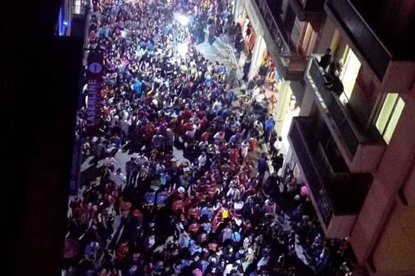 "To ""ποτάμι"" των καρναβαλιστών της Πάτρας έγινε viral"
