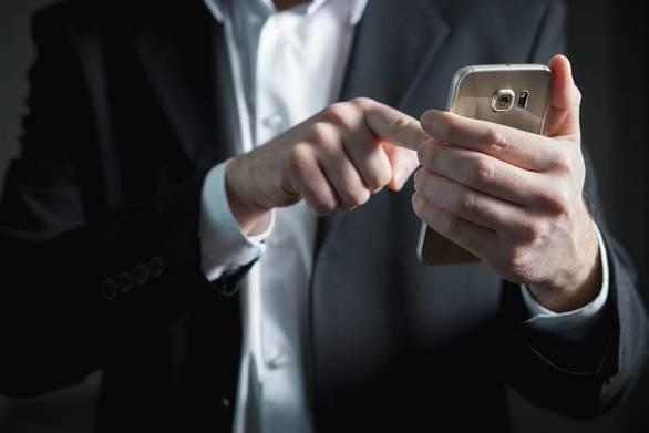 Πόσο εθισμένοι είμαστε με το κινητό μας;