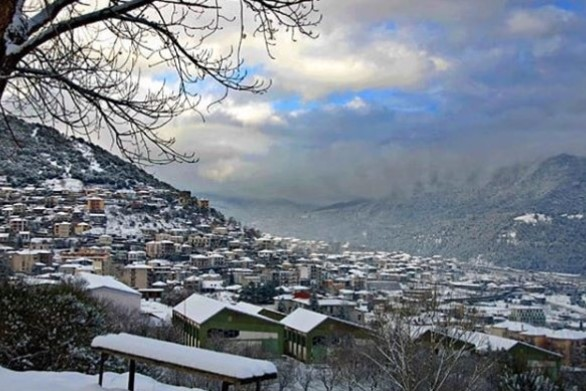Μια πόλη με εξαιρετικές φυσικές ομορφιές μας περιμένει 3 ώρες από την Πάτρα! (pics+video)