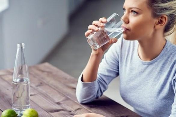Τι συμβαίνει στον οργανισμό όταν πίνεις υπερβολικά πολύ νερό