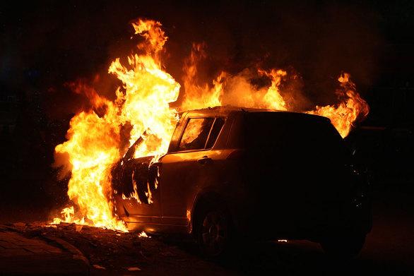 Πάτρα - Αυτοκίνητο τυλίχθηκε στις φλόγες τα ξημερώματα