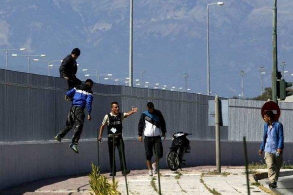Πάτρα: Νέα έφοδος στο λιμάνι από μετανάστες