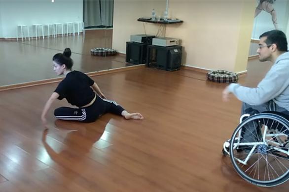 """Πατρινός σπάει το """"εμπάργκο"""" της χώρας και παίρνει μέρος στο Wheelchair Dance Sport!"""