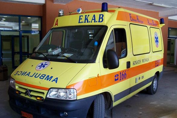 Ναύπακτος: Τροχαίο ατύχημα με τραυματισμό δικυκλιστή (video)