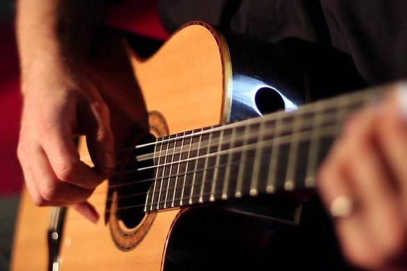 Ο Ευθύμης Κουκούλης θα δώσει ρεσιτάλ κιθάρας στην Πάτρα!