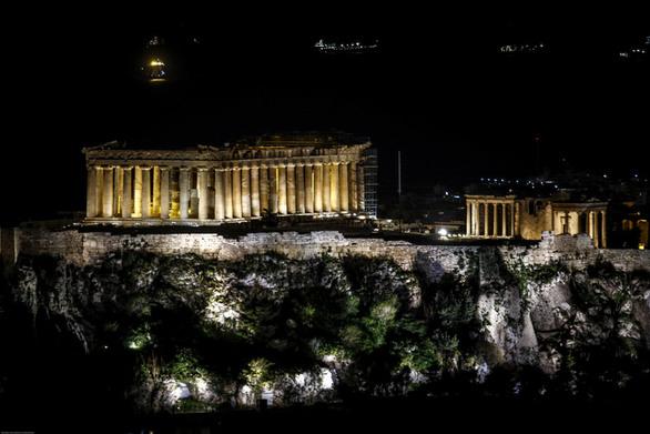 Η Ακρόπολη έσβησε τα φώτα της για την «Ώρα Γης» (pics)