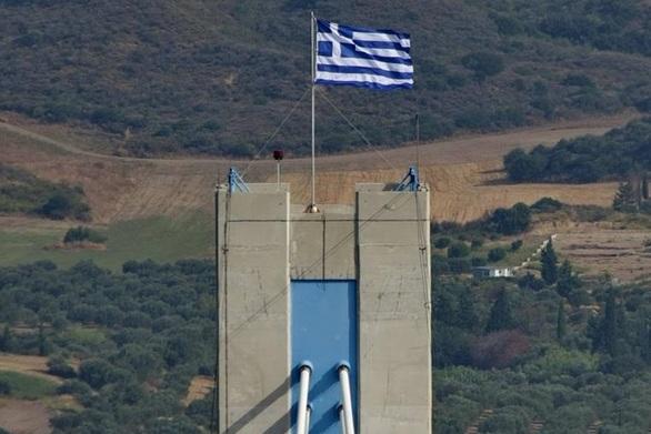 Πάτρα: Χρόνια πολλά με την σημαία ψηλά, κοντά στα σύννεφα και τον ουρανό (video)