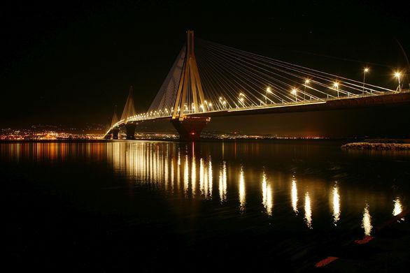 """Η Γέφυρα Ρίου - Αντιρρίου έμεινε για 60' στο σκοτάδι για την """"Ώρα της Γης"""" (video)"""