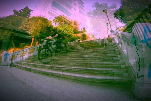 Η Πάτρα για τους λάτρεις του urban downhill είναι μια ατέλειωτη κατηφόρα! (video)