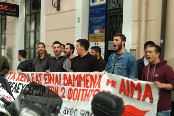 """Πάτρα - """"Ντου"""" φοιτητών στη Γαλλική πρεσβεία και στο Βρετανικό Προξενείο (φωτο+video)"""