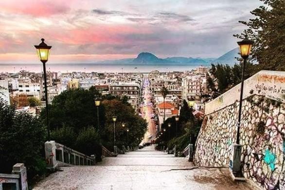 Πάτρα - Οι σκάλες σε αυτή την πόλη έχουν «ψυχή» και σε ανεβάζουν στην κορυφή! (pics)