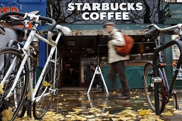 Μαθήματα ανεκτικότητας θα λάβουν 175.000 υπάλληλοι των Starbucks