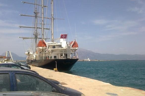 Το εντυπωσιακό ιστιοφόρο που άραξε στο παλαιό λιμάνι της Πάτρας!