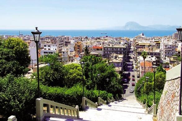 Τα πρώτα γκρουπ ξένων τουριστών έχουν ήδη έρθει στην Πάτρα