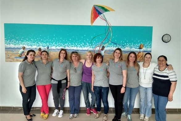"""Πάτρα: Οι """"Συνάνθρωποι"""" έδωσαν χρώμα στους τοίχους της εσωτερικής πισίνας του ΠΓΝΠ! (φωτο)"""