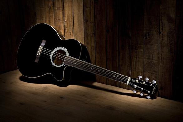 """""""Γύρω από μια κιθάρα"""" - Συναυλία στην Πάτρα με δύο εξαιρετικούς μουσικούς!"""