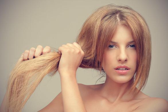 Μαλλιά που φριζάρουν το καλοκαίρι;