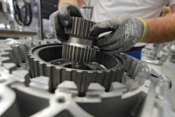 Γερμανία: Η αλλαγή προς τα ηλεκτρικά αυτοκίνητα απειλεί 75.000 θέσεις εργασίας