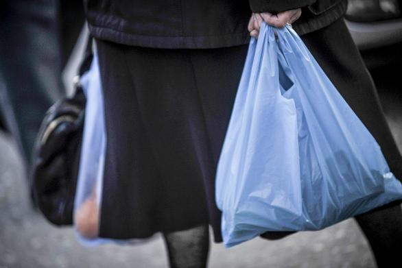 To «τέλος» πλαστικής σακούλας έφερε στο Δημόσιο 4 εκατ. ευρώ