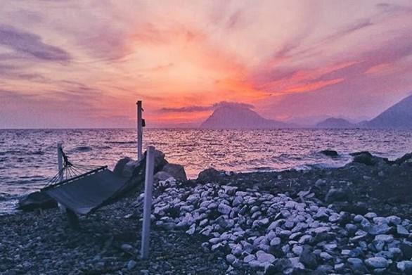 Χαλαρά και ωραία δίπλα στη θάλασσα της Πάτρας