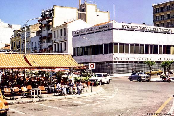 """""""Πάμε σταθμό;"""" - Η φωτογραφία από το θρυλικό καφενείο της Πάτρας ξύπνησε αναμνήσεις!"""