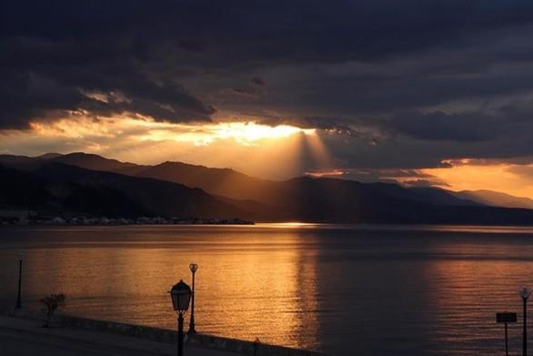 """Ξυλόκαστρο: Το """"πράσινο"""" ακρογιάλι της Πελοποννήσου (pics)"""
