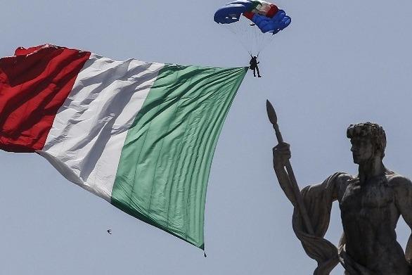 """Η Ρώμη δεν εξετάζει """"σχέδιο Β"""" για αποχώρηση από την Ευρωζώνη"""