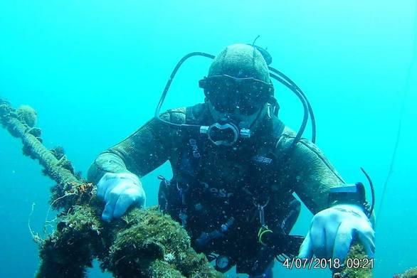 Δουλεύοντας λεύγες κάτω από τη θάλασσα... στο μαγικό βυθό του Γαλαξιδίου (pics+video)