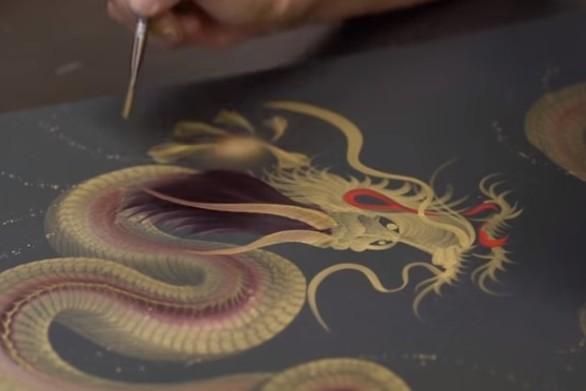 Ζωγραφίζει εντυπωσιακούς δράκους με μια πινελιά (video)