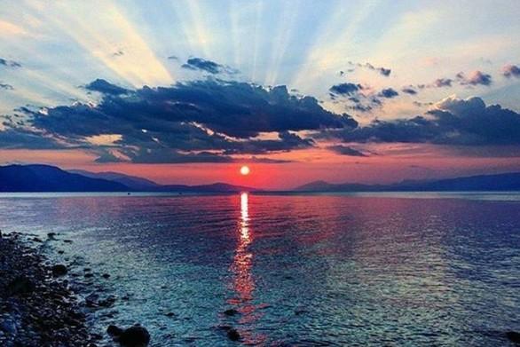 1 ώρα από την Πάτρα αρκεί για να βρεθείτε σε μια κουκλίστικη παραλία της Αχαΐας (pics)