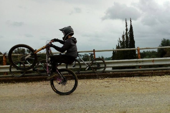 Πάνος Λάζαρης - Ο νεαρός Πατρινός που τρέχει στο αίμα του η τρέλα του downhill! (pics+vids)