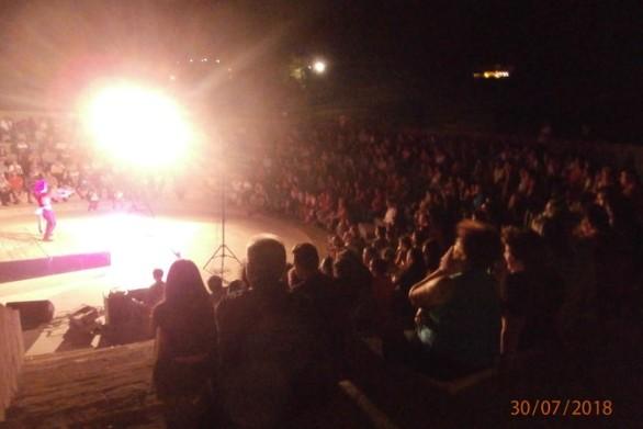 Η Πάτρα «αποχαιρέτησε» την Τρελή του Σαγιό - Κατάμεστο το Ανοιχτό Θέατρο Κρήνης