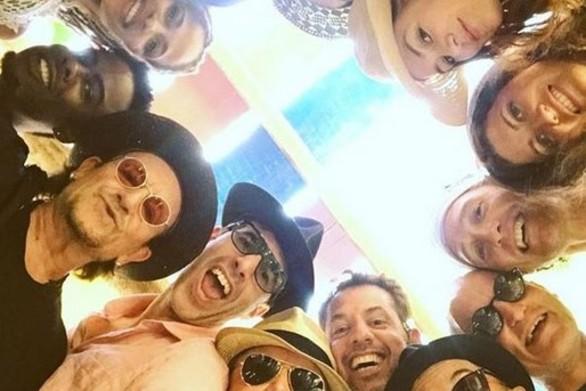 Αστέρες του Hollywood ποζάρουν για μια selfie και γίνονται viral!