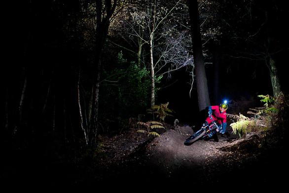 Νυχτερινή κατάβαση στο Πετρωτό Πάτρας (pic+video)