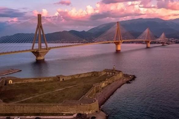 H Γέφυρα εντυπωσιάζει από το κάστρο του Αντιρρίου