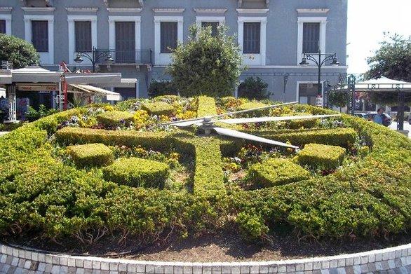 Η Πάτρα (και η Ελλάδα) είναι... μπροστά - Το λέει και το ρολόι της πλατείας Συμμάχων! (pic)