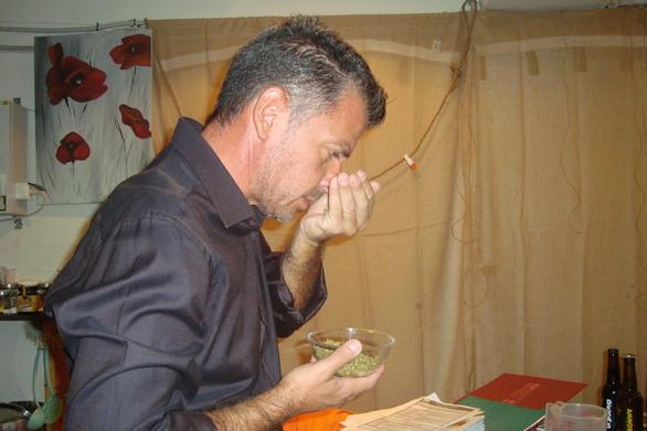 """Γιώργος Ντάνος - Ο Πατρινός που φτιάχνει μπύρες στο σπίτι του και παίρνει """"αστέρια"""" (pics)"""