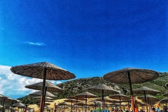 """Πάτρα: Οι μέδουσες """"σώζουν"""" τα παραλιακά καταστήματα εστίασης το φετινό καλοκαίρι"""