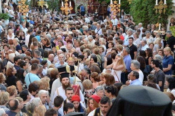 """""""Καλή Παναγιά"""" - Πλήθος προσκυνητών συρρέουν στην Ιερά Μονή Γηροκομείου της Πάτρας"""