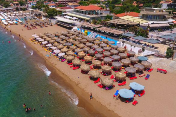 Κουρούτα: Η υπέροχη παραλία της Ηλείας που σε παρασέρνει σε άλλους κόσμους (video)