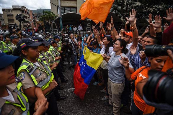 Βενεζουέλα: Χωρίς τρόφιμα και φάρμακα οι πολίτες