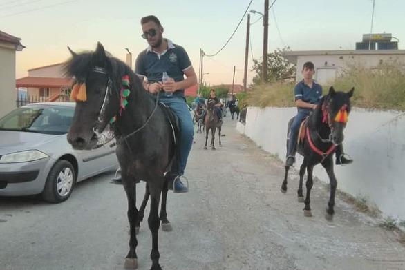 Από τα έθιμα του Αυγούστου στην Αχαΐα - Παραδοσιακός γάμος με ταβουλόβεργα στην Τριταία! (pics+video)
