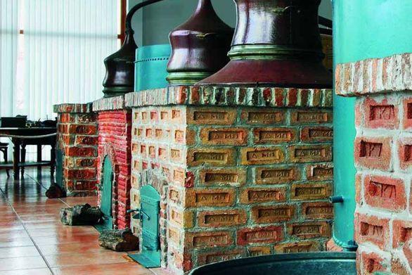 Ένα ξεχωριστό μουσείο ούζου στο Πλωμάρι
