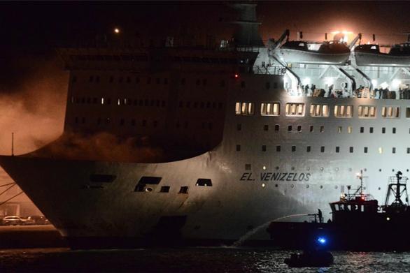 Φωτιά εκδηλώθηκε στο πλοίο Ελ. Βενιζέλος