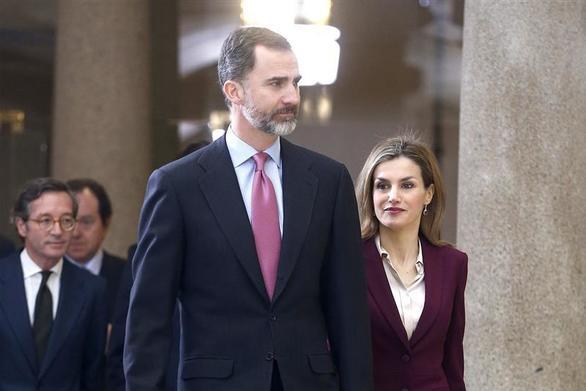 Ο Βασιλιάς της Ισπανίας Φίλιππος υπό άκρα μυστικότητα στο αεροδρόμιο του Αράξου