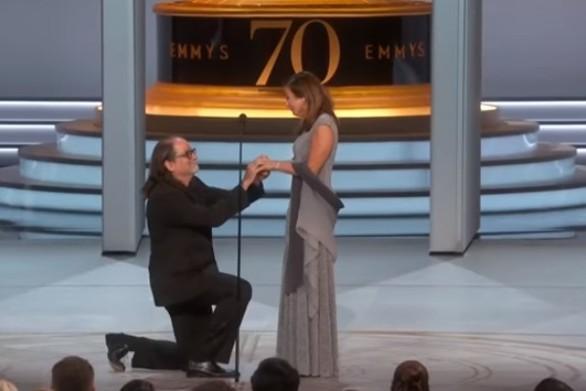Πρόταση γάμου στη σκηνή των Emmy Awards 2018! (video)
